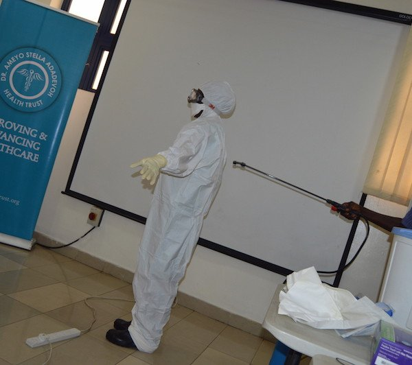 Demonstrating how to decontaminate after exposure to supected or confirmed cases
