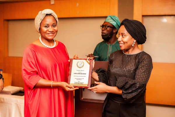 Mrs. Mary Akpobome (Special Guest Mentor) presenting DRASA's Award to Niniola Williams